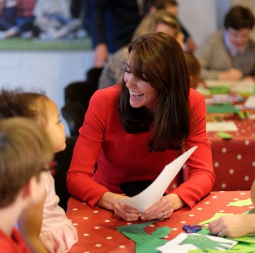 Kate Middleton Appears Exhausted: Duchess Caving Under Royal Family Christmas Battle With Queen Elizabeth?