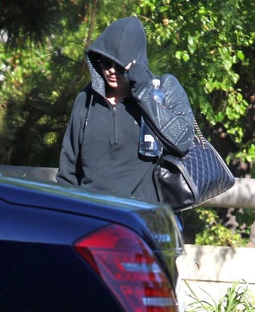 Khloe Kardashian Divorce OFF - Wears Wedding Ring to Support Lamar Odom (PHOTOS)