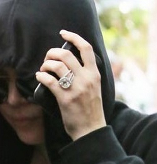 Khloe Kardashian Wears Wedding Ring At Katy Perry's Labor Day Party - Confused or Ridiculous?