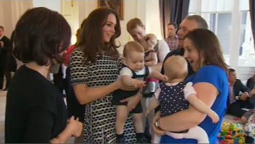 Kate Middleton and Prince George Amazing and Adorable New Pictures - Play Group Pics of Official Engagement In New Zealand (PHOTOS)