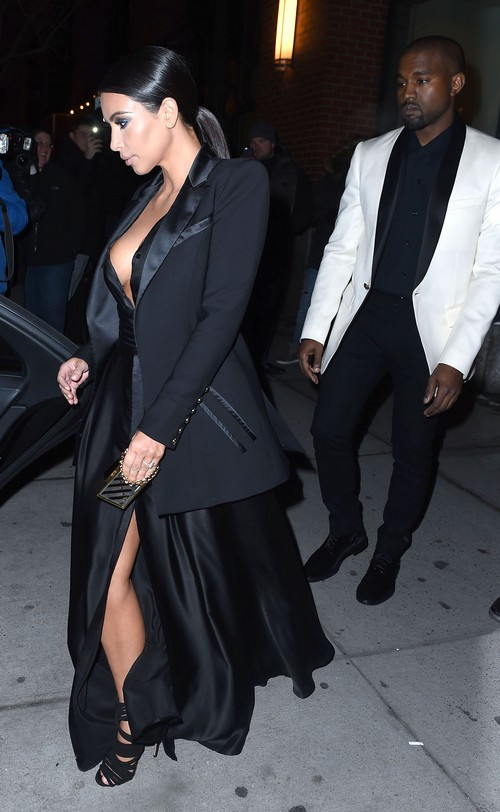 Kim Kardashian Divorce: Kanye West Humiliates Kim With Fashion Disaster On Dinner Date (PHOTOS)