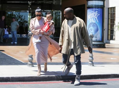 Kim Kardashian Divorce: Kanye West Upset Kim Treats Kourtney's Son Mason Like Her Own Child, Wants Scott Disick's Kid Out?