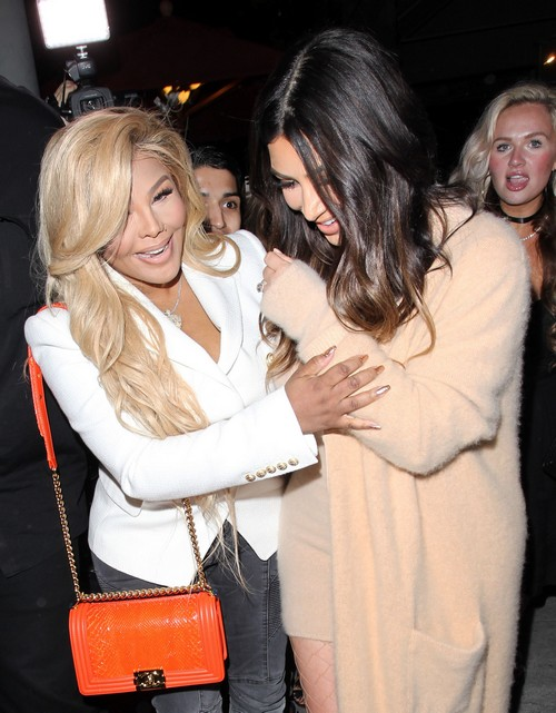 Kim Kardashian Divorce: Furious After Kanye West Purchases $200,000 Mercedes In Cash – Despite $53 Million Debt?