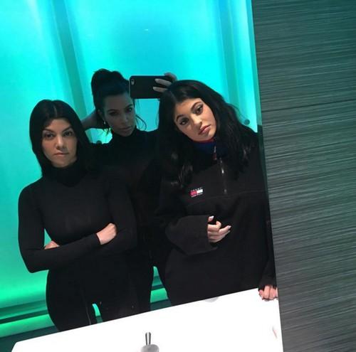 SEE Kim Kardashian First Photos Post Pregnancy & Saint West Birth: Smaller Than Kourtney Kardashian in Photo-Shop Fakery