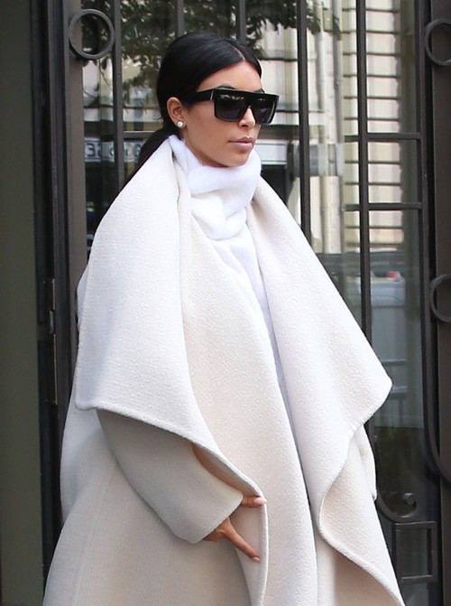 Kim Kardashian Pregnant: Second Child Baby Bump Cover-Up? (PHOTOS)