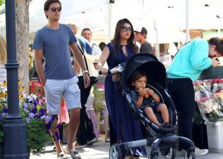 Kourtney Kardashian Still Pregnant And Still With Scott Disick (Photo)