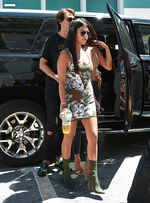Kourtney Kardashian Spotted Wearing $45 Dress - Proves She's The Least Snobby Kardashian, Attempt To Relate To Fans?