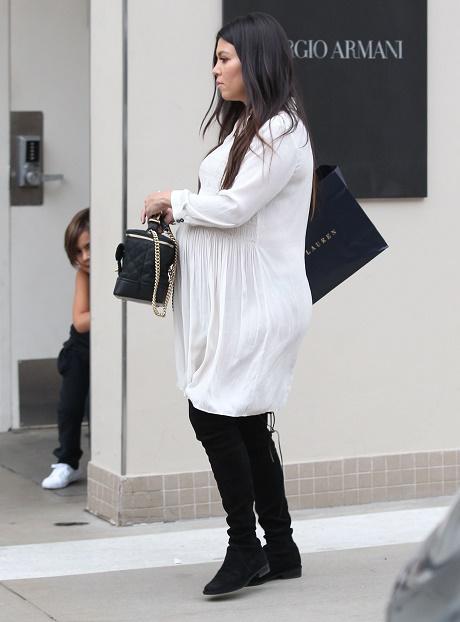 Kourtney Kardashian Walks Out On Scott Disick - Sick And Tired Of His Pathetic Drunk Behavior!