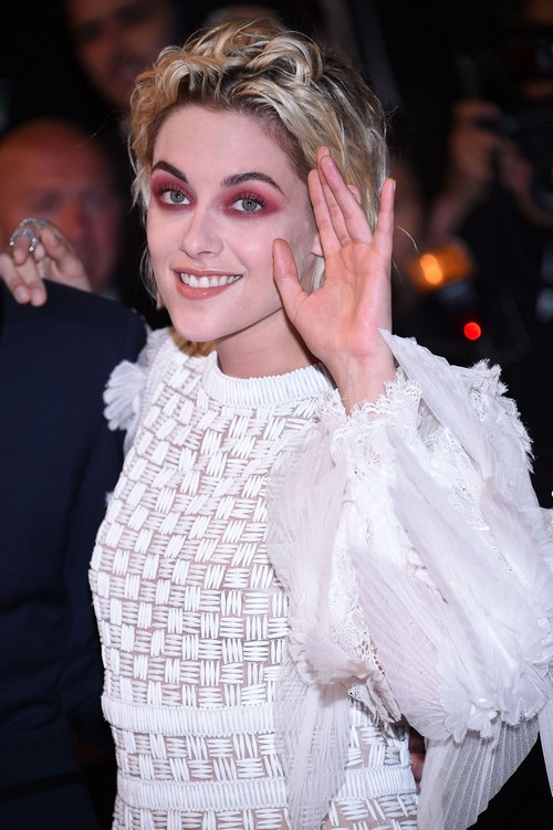 Kristen Stewart Admits To Being Self-Conscious, Planning Paparazzi Photo Ops With St. Vincent?