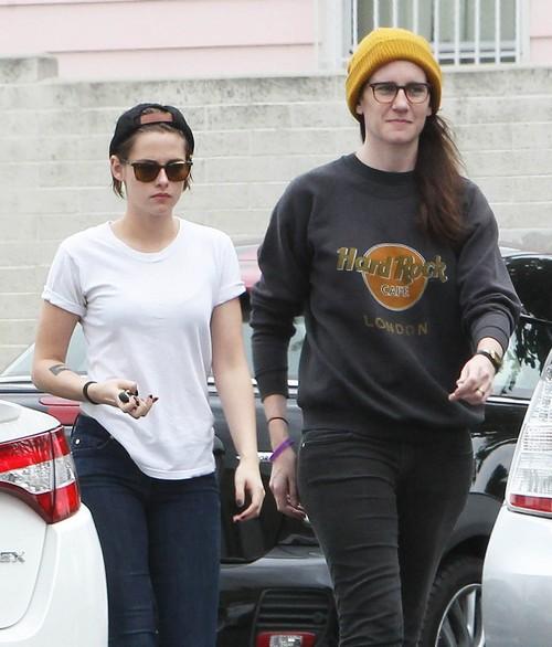 Kristen Stewart Desperate to Avoid Robert Pattinson and FKA Twigs Red Carpet Debut - Skips 2015 Met Gala