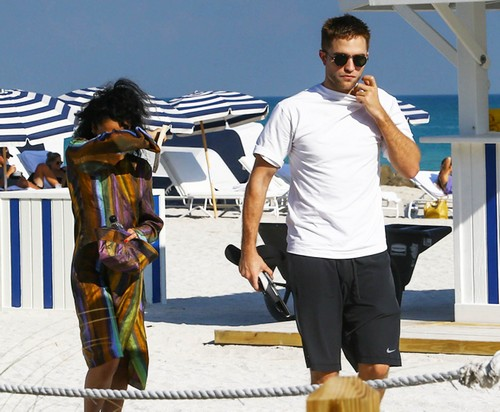 Kristen Stewart Waiting to Date Robert Pattinson After FKA Twigs Split