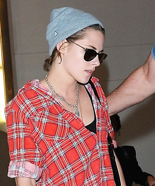 Kristen Stewart and Alicia Cargile Fight, Break Up Over Robert Pattinson and FKA Twigs Engagement?
