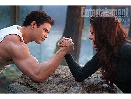'Twilight' Star Kristen Stewart Dominates Kellan Lutz In A Sexy Supernatural Arm Wrestle! (Photo)