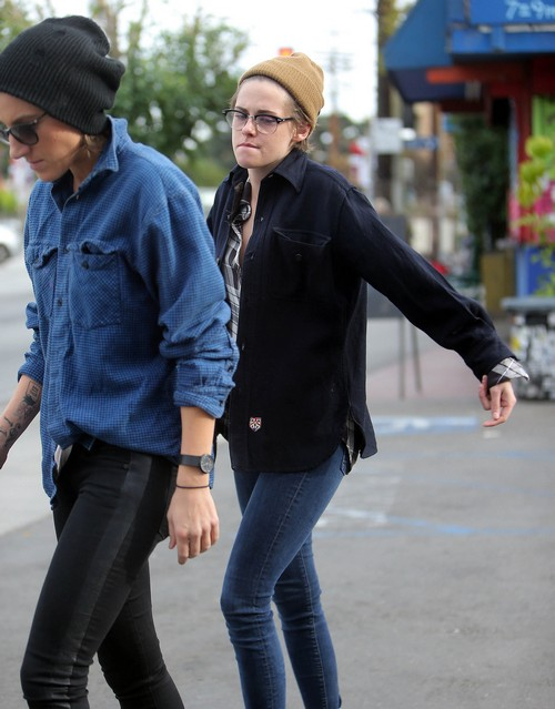 Kristen Stewart Dating Alicia Cargile: Hot Lesbian Bisexual Relationship (PHOTOS)