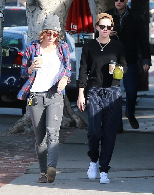 Kristen Stewart Makes Alicia Cargile Oscars Date After Girlfriend PDA At Malibu and Constant Companionship (PHOTOS)