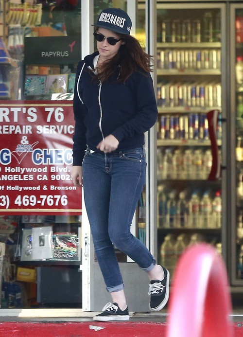 """Kristen Stewart Adopting Dog To Get Over Robert Pattinson """"Loneliness?"""""""
