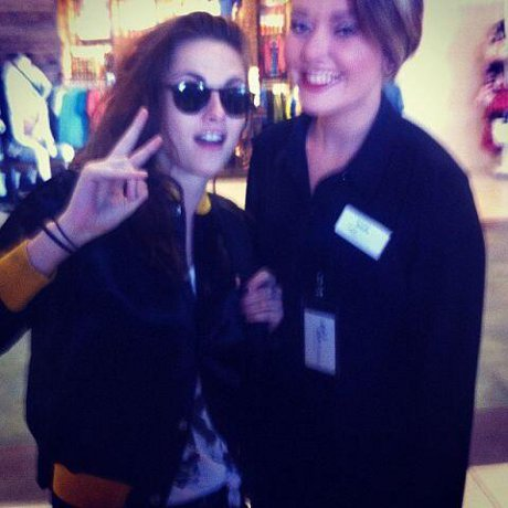 Kristen Stewart Trades in Signature Middle Finger for Peace Sign: Poses with Fan, Does Damage Control (PHOTO)!