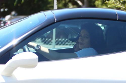 Kylie Jenner Weeps Over Range Rover Sale: Makes Room For New Ferrari