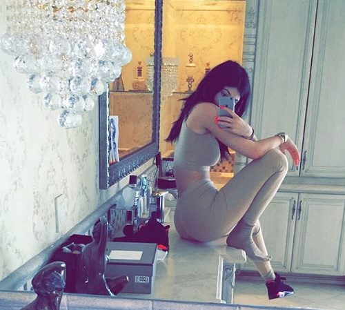 Kylie Jenner And Blac Chyna Feud: Kylie Disses Chyna On Instagram – Tyga's Baby-Mama Wants To Fight Kylie When She Turns 18