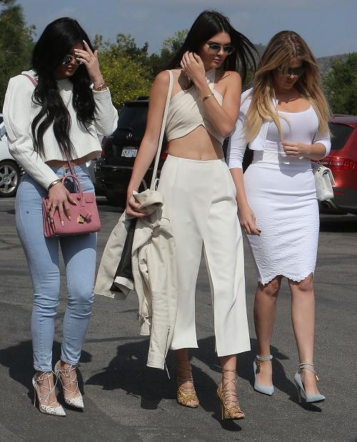 Kylie Jenner Firing Momager Kris Jenner On 18th Birthday – Hiring Sister Khloe Kardashian To Manage Career, Kris Freaking Out!