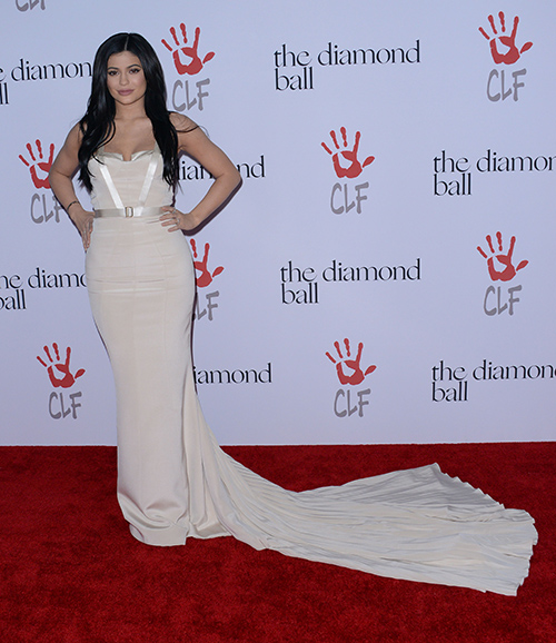 Kylie Jenner and Tyga Break-Up Formally: Walk Red Carpet Separately Rihanna's Diamond Ball - Ignore Each Other (PHOTOS)