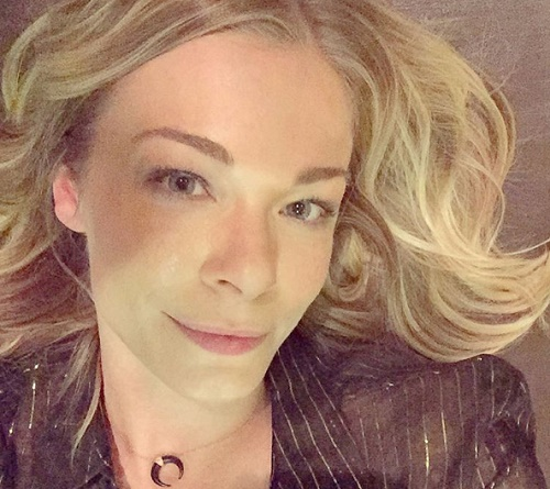 LeAnn Rimes Disappointed By Fans At Album Signing - Country Music Career Struggling?