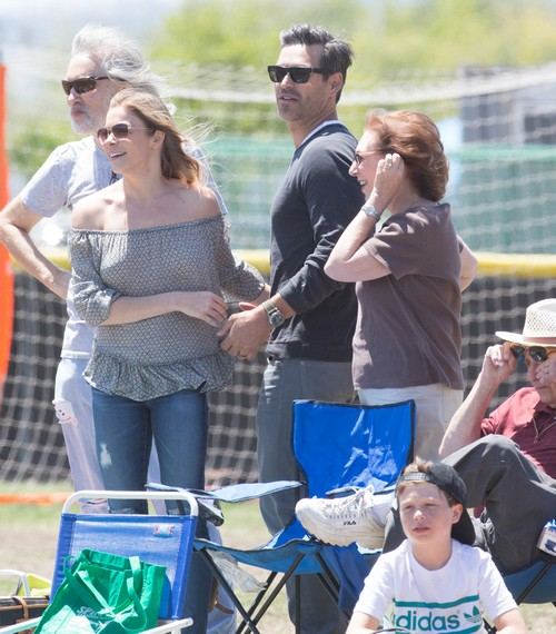 LeAnn Rimes Pregnant: Hiding Baby Bump, Spotted Wearing Maternity Shirt in Photos