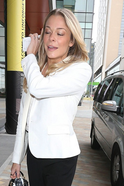 LeAnn Rimes Laughs After Setting Off Airplane Fire Alarm With Hair Product