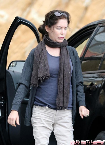 Exclusive Droopy Faced Lara Flynn Boyle Fills Up At A