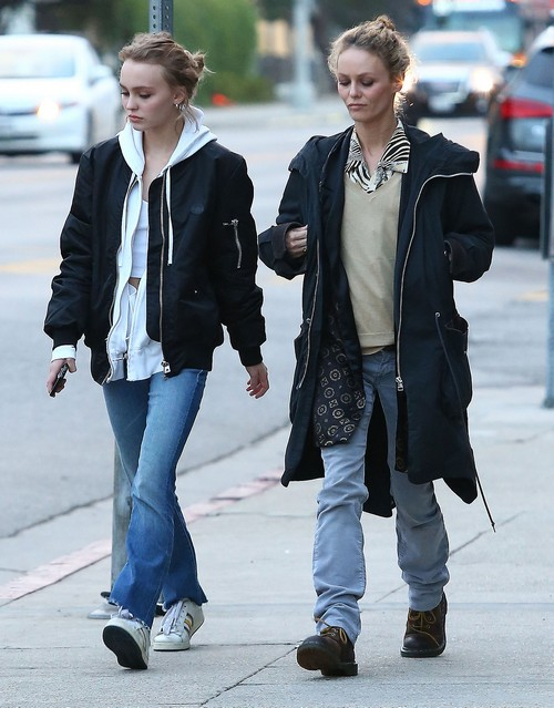 Vanessa Paradis and Lily-Rose Depp Bond Over Disgust With Amber Heard - Johnny Depp's Wife