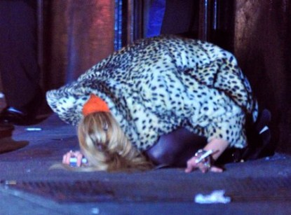 Lindsay Lohan Falls On Her Butt After Leaving NYC Bar!