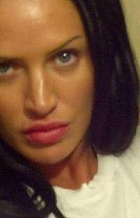Woman Resembling Angelina Jolie Rapes Then Stabs Taxi Driver