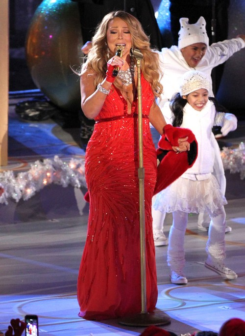 Mariah Carey Divorce: Nick Cannon Spending Christmas With Mariah and The Kids – Wants Singer's Money?
