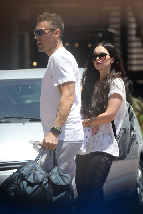 Brian Austin Green Hides Face During Megan Fox Outing