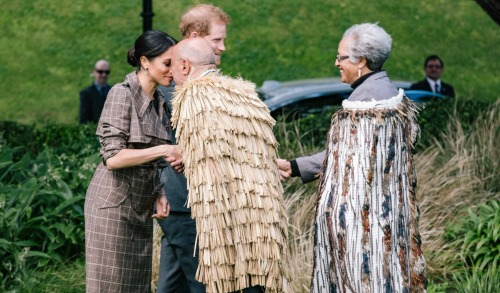 Queen Elizabeth Annoyed: Thomas Markle Contacts Archbishop of Canterbury For Help With Meghan Markle