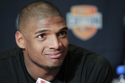 Michael Sam Signs to Play For The Montreal Alouettes in The Canadian Football League
