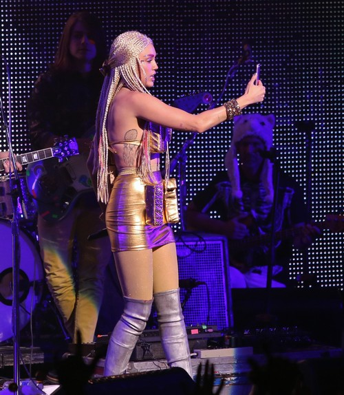 Miley Cyrus Ridicules Taylor Swift: Parades Squad During LA Show - Pam Anderson and Zac Efron Take Stage