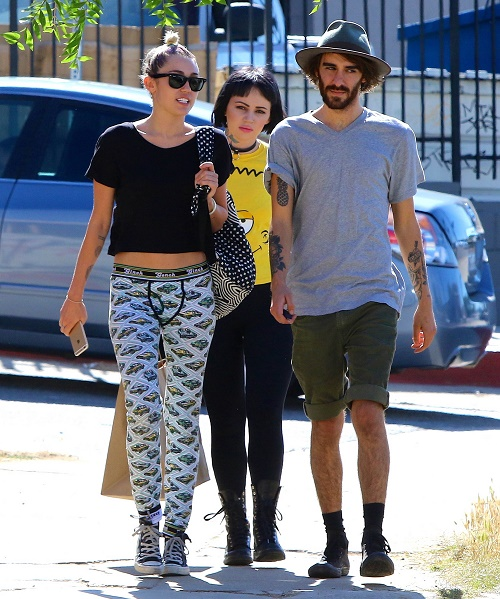 Miley Cyrus Addicted To Prescription Drugs, Friends Fear For Her Life: Will She Check Into Rehab Before Time Runs Out?