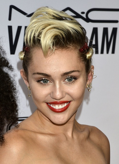 Miley Cyrus Planning To Marry Girlfriend Stella Maxwell: Are They In Love, Or Is Her Lesbian Relationship All A Publicity Stunt?