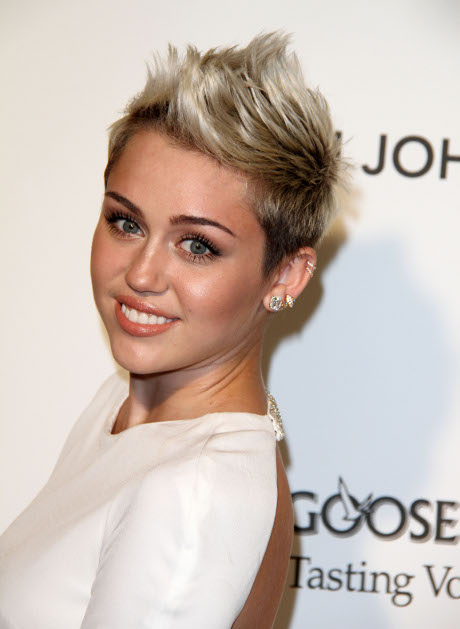 Miley Cyrus Breaks Up With Liam Hemsworth: Dating Mystery Man (VIDEO)