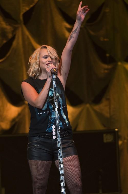 Miranda Lambert Livid Luke Bryan Says Gwen Stefani Too Hot To Date Blake Shelton