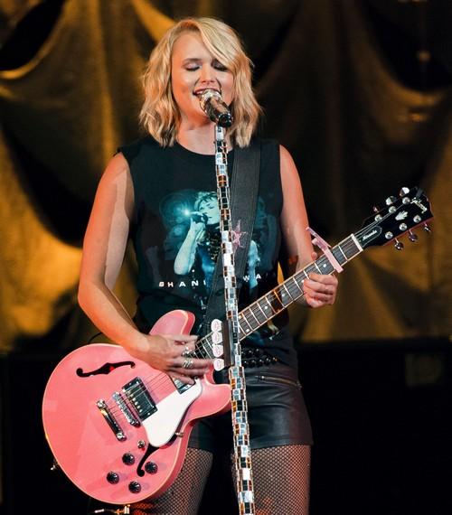 Miranda Lambert Outraged: Gwen Stefani Flaunting Blake Shelton Relationship