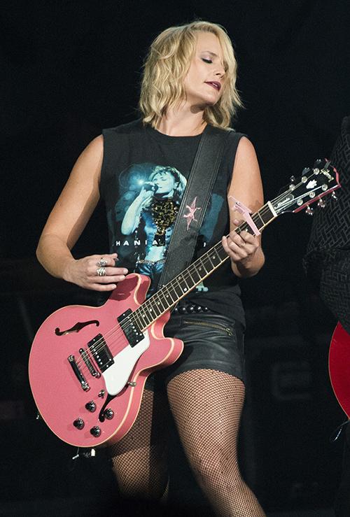 Miranda Lambert, Gwen Stefani Feud Squashed On Twitter: Gwen Makes Nice With Blake Shelton's Ex To Keep New Lover Happy?