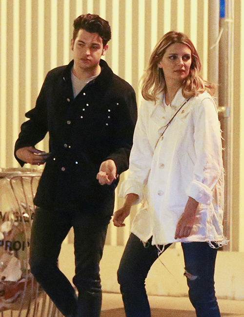 Mischa Barton Dating Mystery Man From French Singer Soko's Friend Group: Twosome Spotted Getting Cozy At Paris Fair? (PHOTOS)