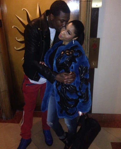 Nicki Minaj and Meek Mill Dating - Kissing Photo Confirms Relationship