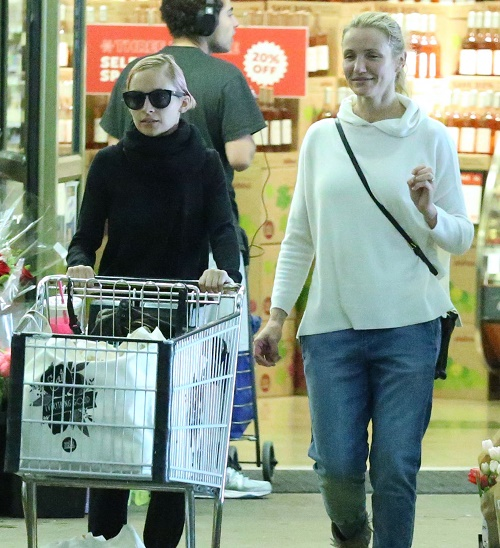 Exclusive... Cameron Diaz Tries To Cheer Up Nicole Richie with Some Sister-in-Law Bonding At Whole Foods - NO INTERNET USE WITHOUT PRIOR AGRE