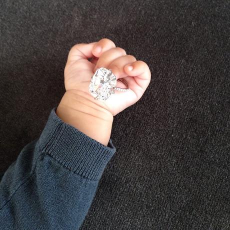 Kim Kardashian Lets North West Hold Her Enagement Ring: Oblivious to Choking Hazard (PHOTO)