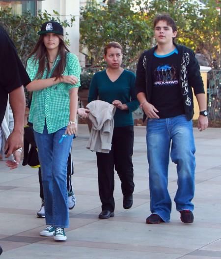 Michael Jackson's Kids Breaking Off From Jackson Family 0724