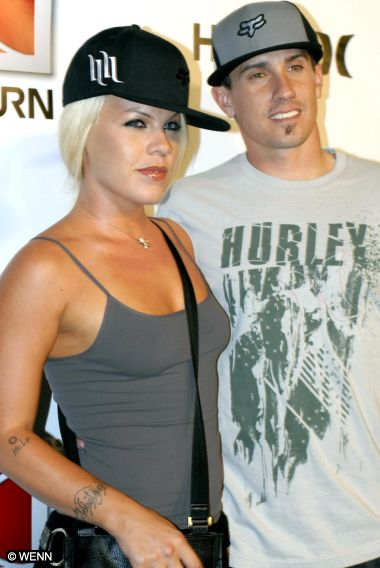 Singer Pink And Hubby Carey Hart Are Pregnant