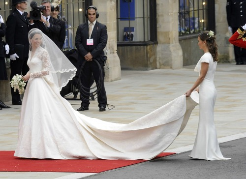 pippa-middleton-kate-wedding-train